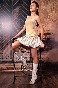 Английское золотистое платье.
